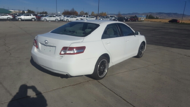 2011 Toyota Camry LE (image 6)