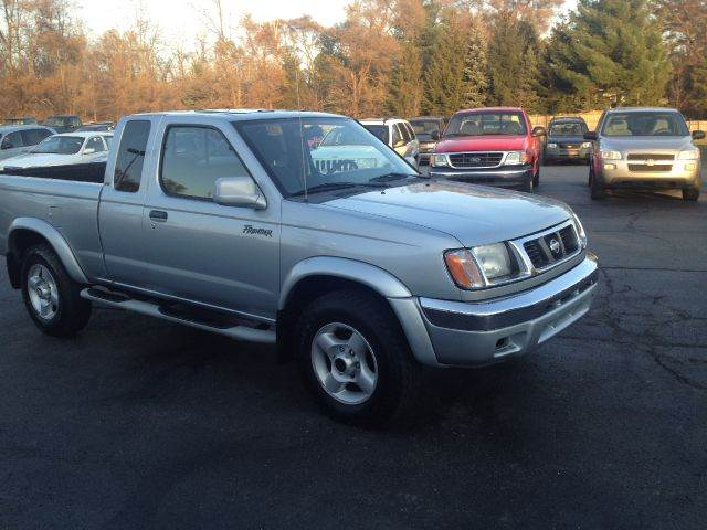 2000 Nissan Frontier XE V6 King Cab 4WD   Kentwood MI