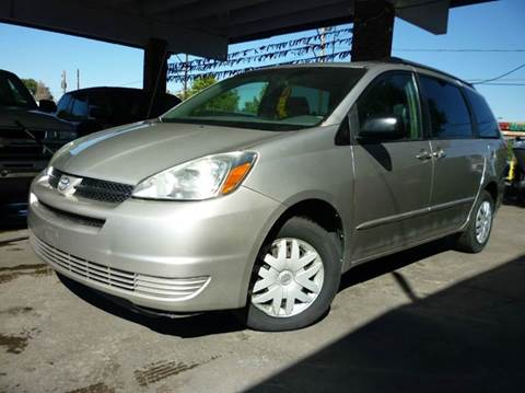 2004 Toyota Sienna for sale at Sindibad Auto Sale, LLC in Englewood CO