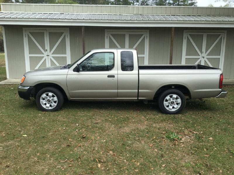 2000 Nissan Frontier 2dr XE Extended Cab SB - Hollywood FL