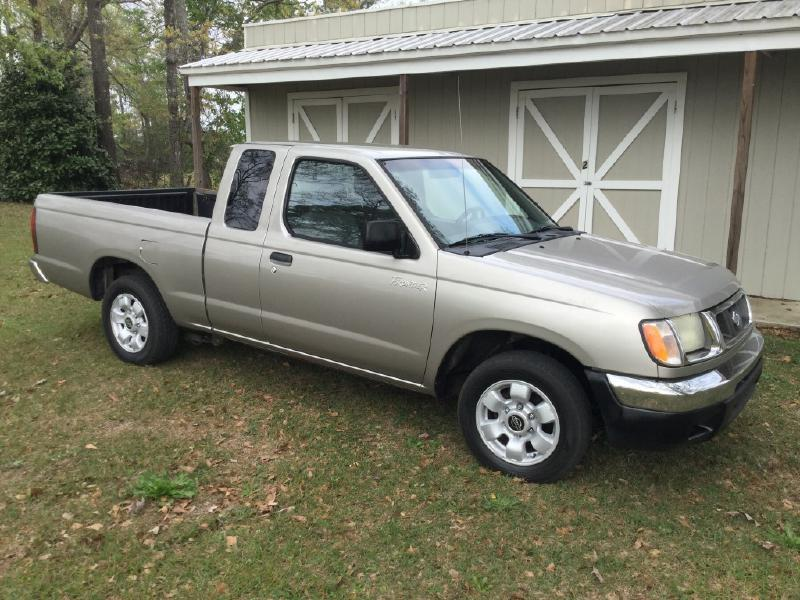 2000 Nissan Frontier 2dr XE Extended Cab SB - Taylor AL