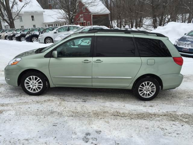 2007 Toyota Sienna for sale at MICHAEL MOTORS in Farmington ME