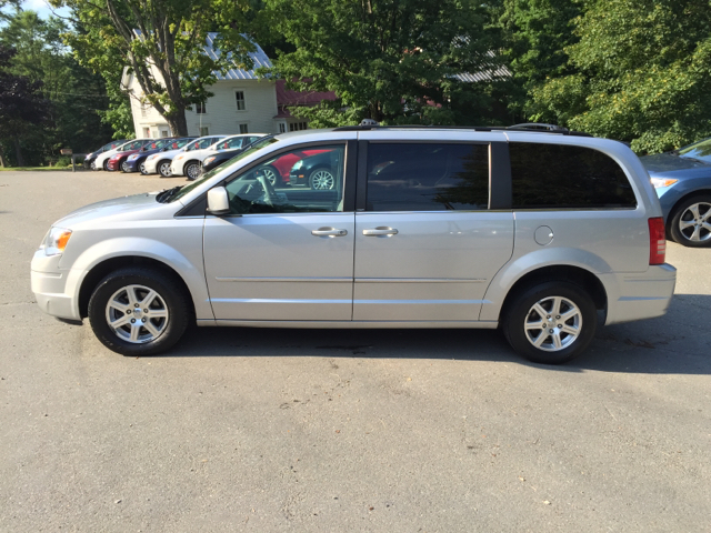 2009 chrysler town and country touring mini van 4dr in farmington me michael motors. Black Bedroom Furniture Sets. Home Design Ideas