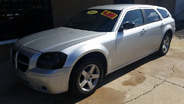 2005 Dodge Magnum for sale at Eastside Auto Brokers LLC in Fort Myers FL