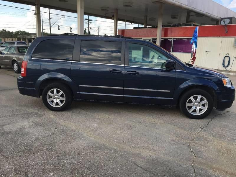 2009 Chrysler Town and Country Touring Mini-Van 4dr - Baton Rouge LA