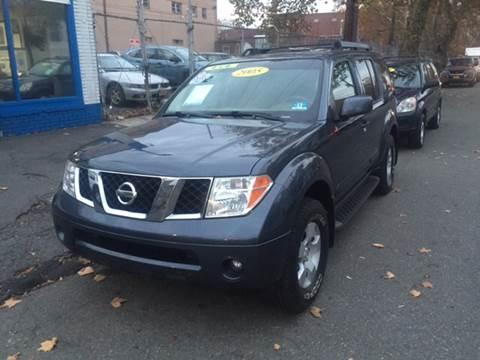 2005 Nissan Pathfinder for sale at DEALS ON WHEELS in Newark NJ
