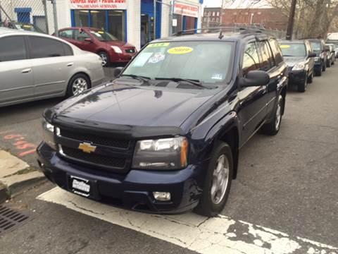 2009 Chevrolet TrailBlazer for sale at DEALS ON WHEELS in Newark NJ