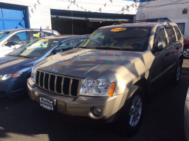 2005 Jeep Grand Cherokee for sale at DEALS ON WHEELS in Newark NJ