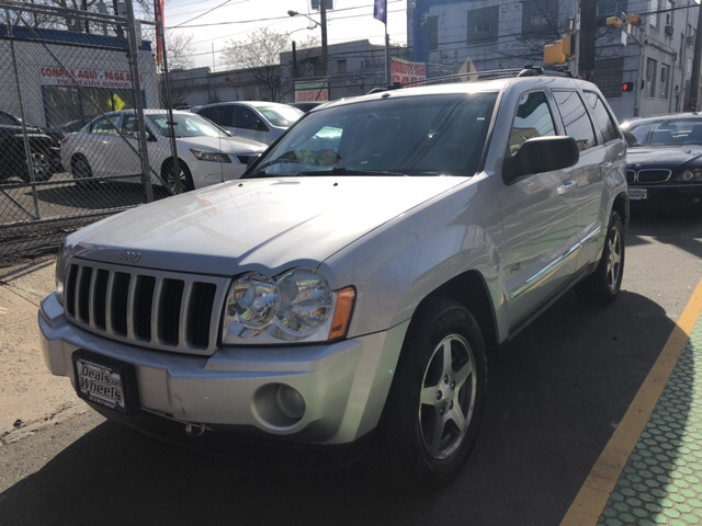 2006 Jeep Grand Cherokee for sale at DEALS ON WHEELS in Newark NJ