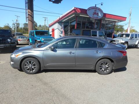 2015 Nissan Altima for sale at The Carriage Company in Lancaster OH