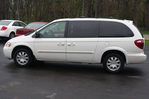 2007 Chrysler Town and Country for sale in Evansville, WI