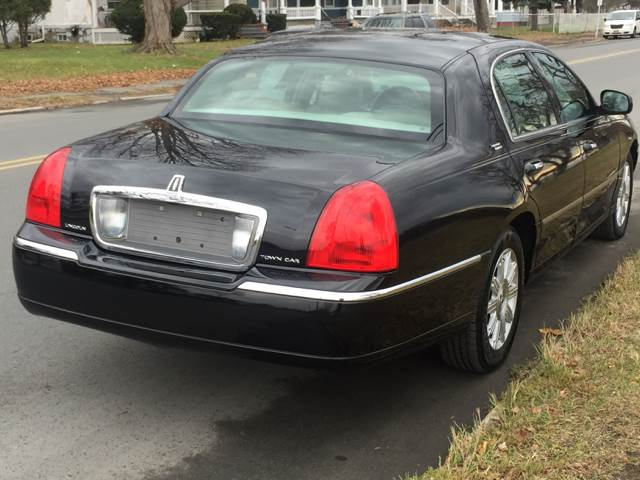 2010 Lincoln Town Car Signature Limited 4dr Sedan - Albany NY