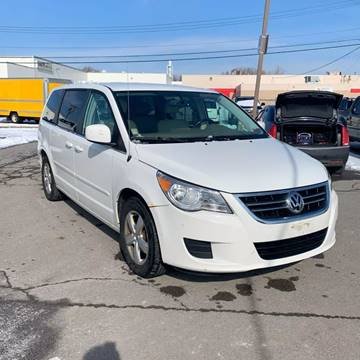 2009 Volkswagen Routan SEL for sale at American & Import Automotive in Cheektowaga NY