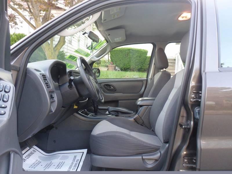 2007 Ford Escape XLS 4dr SUV (2.3L I4 4A) - Irvington NJ