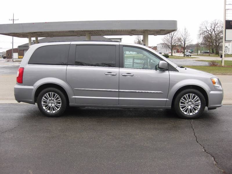 2016 Chrysler Town and Country Touring-L 4dr Mini-Van - Forreston IL