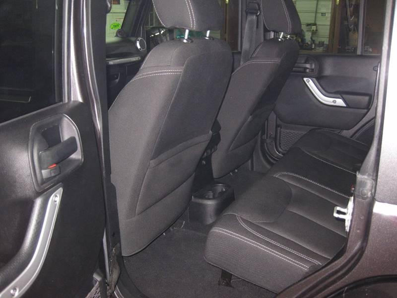 2014 Jeep Wrangler Unlimited 4x4 Sahara 4dr SUV - Forreston IL