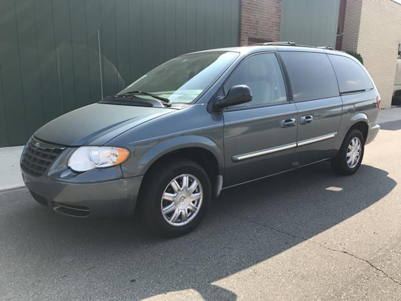 2006 Chrysler Town & Country car for sale in Detroit