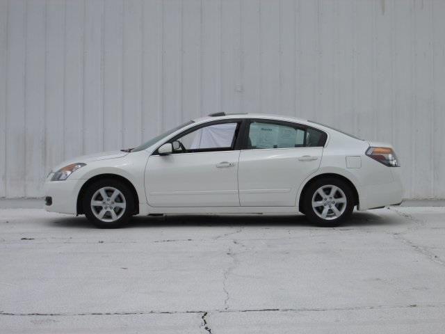 2009 Nissan Altima for sale at Rooster Bush Automotive in Lenoir NC