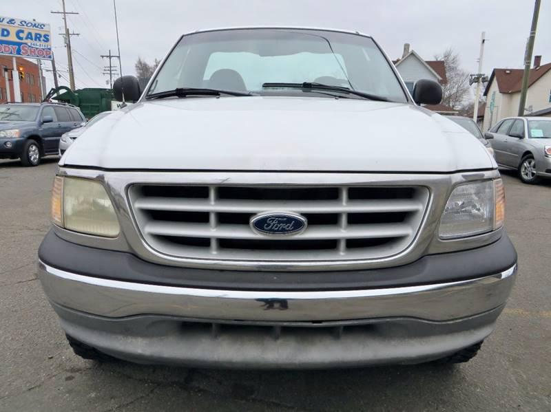 1999 Ford F-150 2dr XL 4WD Standard Cab LB - Grand Rapids MI