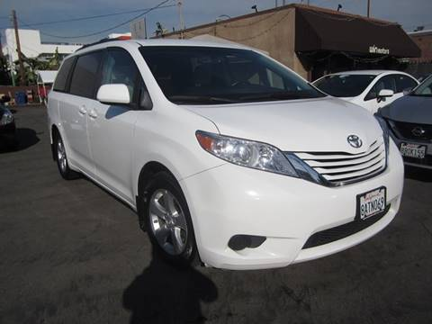 2017 Toyota Sienna for sale in Los Angeles, CA