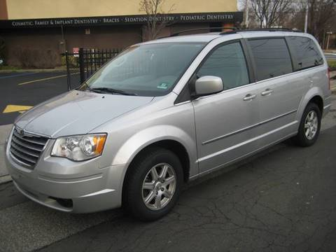 2010 Chrysler Town and Country for sale in Massapequa Park, NY