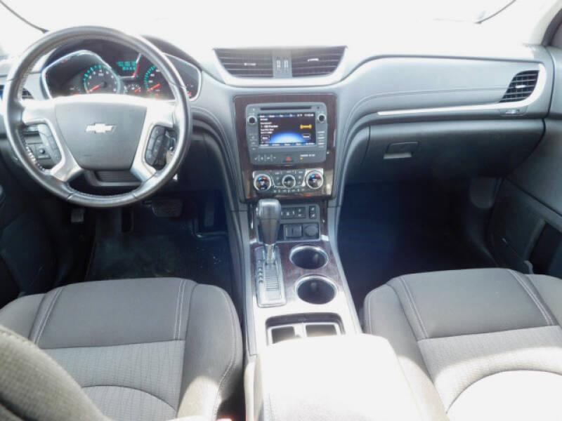 2017 Chevrolet Traverse LT (image 8)