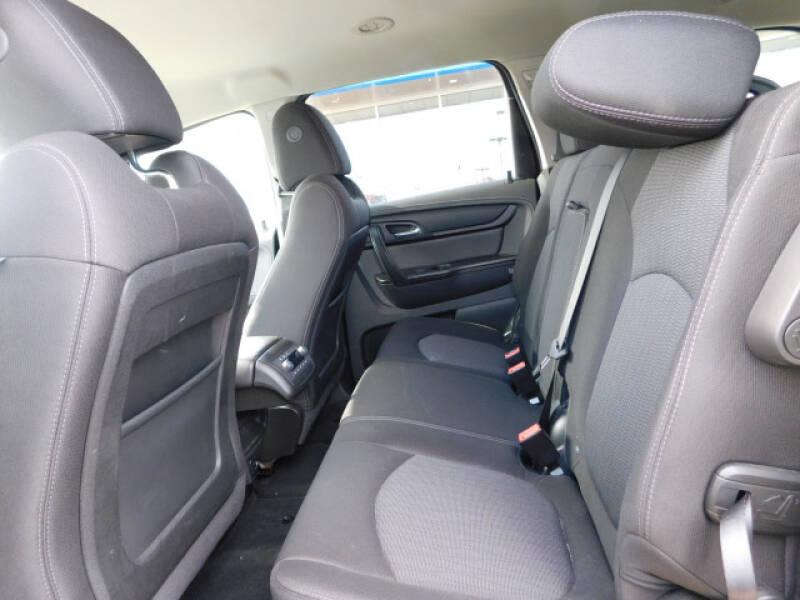 2017 Chevrolet Traverse LT (image 7)