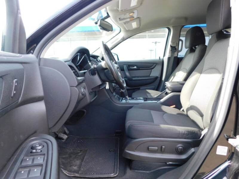 2017 Chevrolet Traverse LT (image 6)