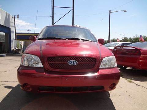 2005 Kia Sedona for sale at Modern Auto in Denver CO