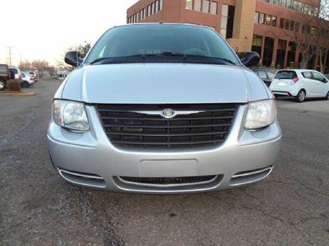 2007 Chrysler Town and Country for sale at Modern Auto in Denver CO