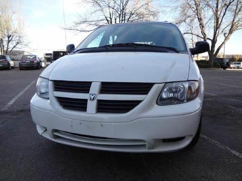 2005 Dodge Grand Caravan for sale at Modern Auto in Denver CO