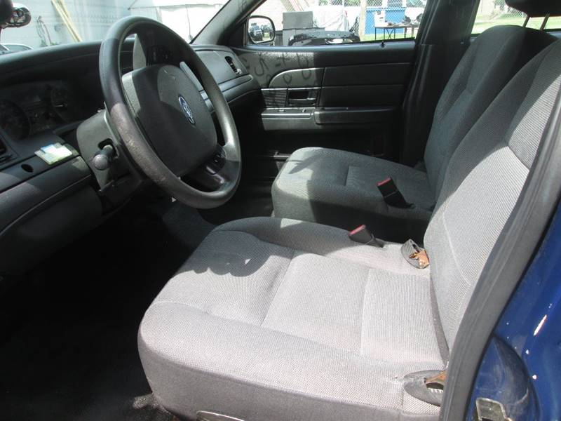2008 Ford Crown Victoria Police Interceptor 4dr Sedan (3.27 Axle) w/Driver and Passenger Side Air Bags - Golden Valley MN