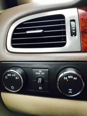 2011 Chevrolet Suburban 4x4 LT 1500 4dr SUV - Fayetteville AR