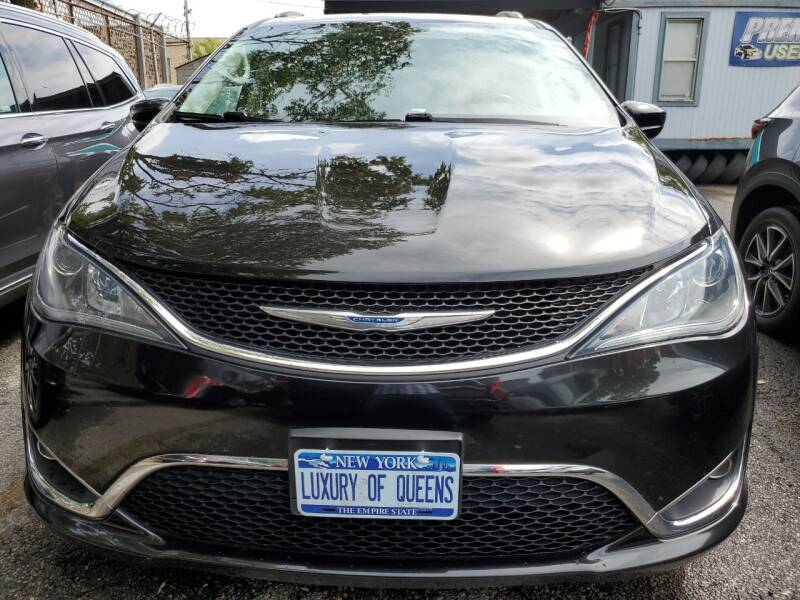 2018 Chrysler Pacifica for sale at LUXURY OF QUEENS,INC in Long Island City NY
