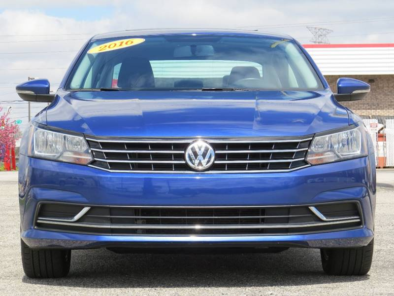 navigation and w veh volkswagen sunroof sedan contact indianapolis in passat se