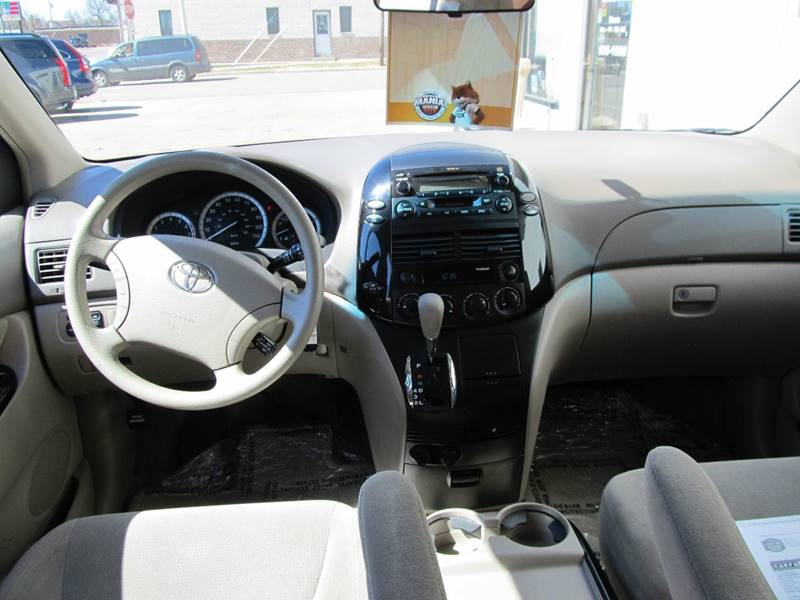 2005 Toyota Sienna LE 7-Passenger 4dr Mini-Van - Merrill WI
