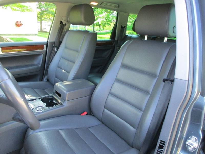 2007 Volkswagen Touareg for sale at Western Star Auto Sales in Chicago IL