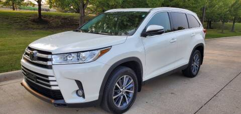 2019 Toyota Highlander for sale at Western Star Auto Sales in Chicago IL