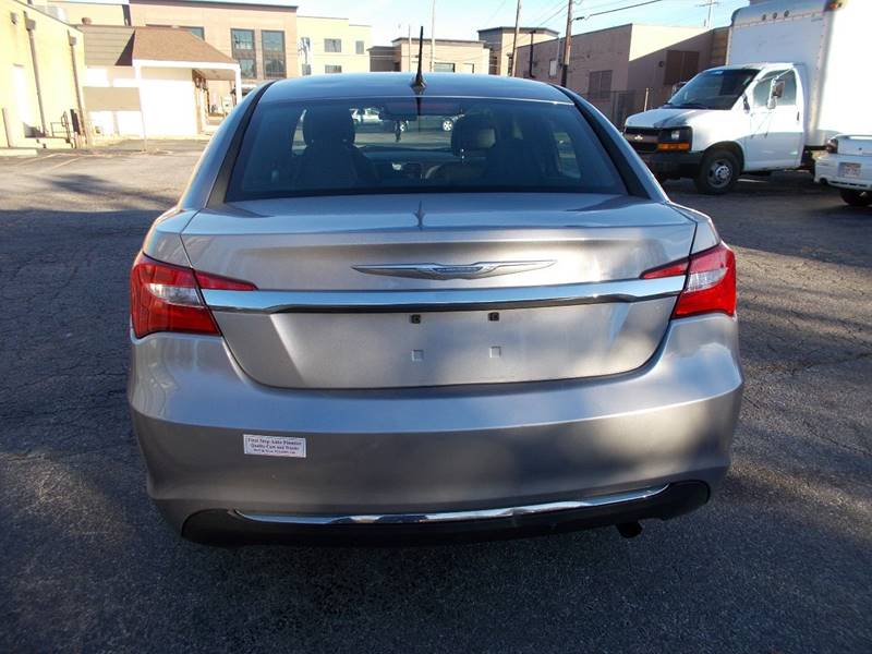 2013 Chrysler 200 Touring 4dr Sedan - Toledo OH