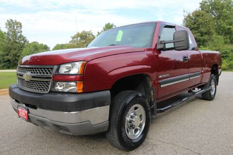 2005 Chevrolet Silverado 2500HD for sale at Oak City Motors in Garner NC