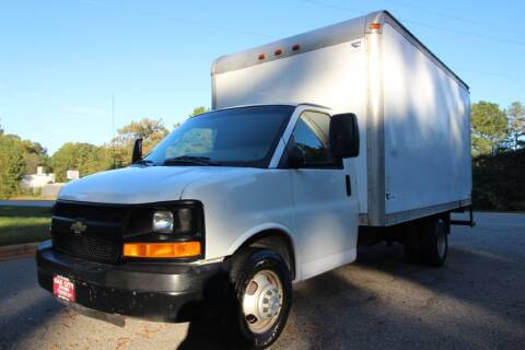 2007 Chevrolet Express Cutaway for sale at Oak City Motors in Garner NC