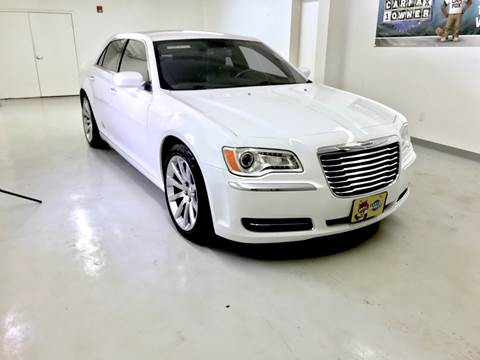 2013 Chrysler 300 for sale in Conroe, TX