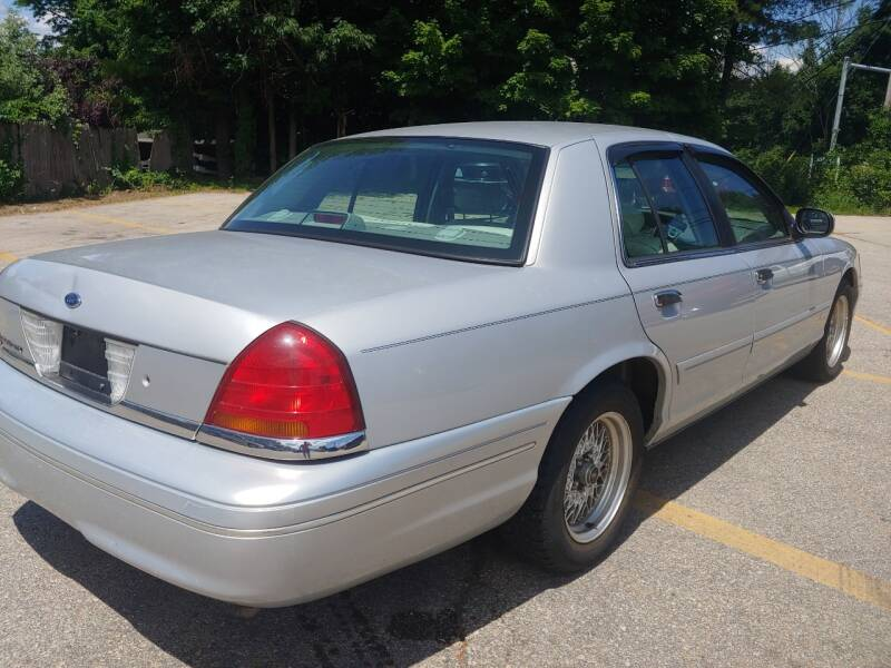 2000 Ford Crown Victoria LX 4dr Sedan - Derry NH