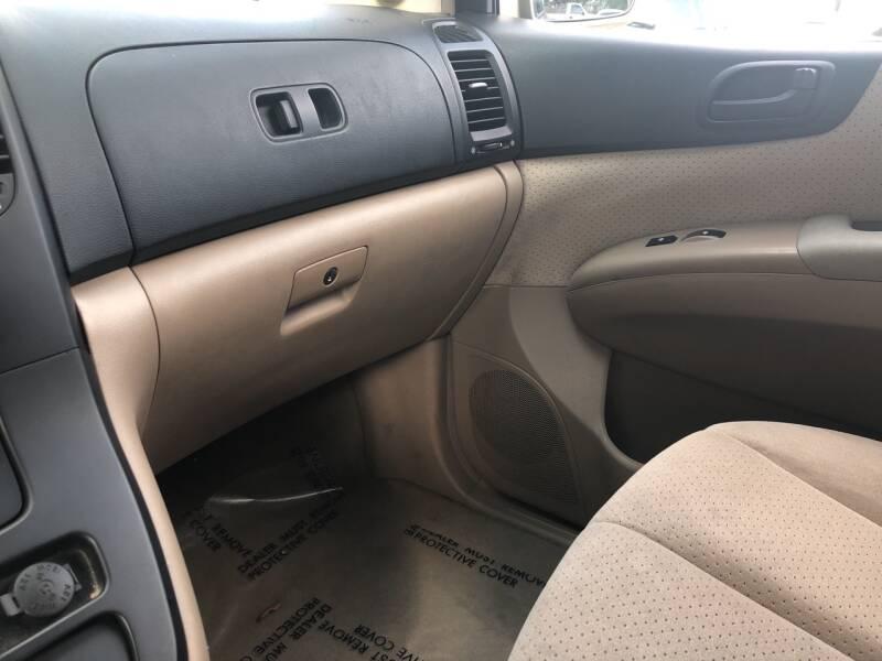 2007 Hyundai Entourage GLS 4dr Mini-Van - Derry NH