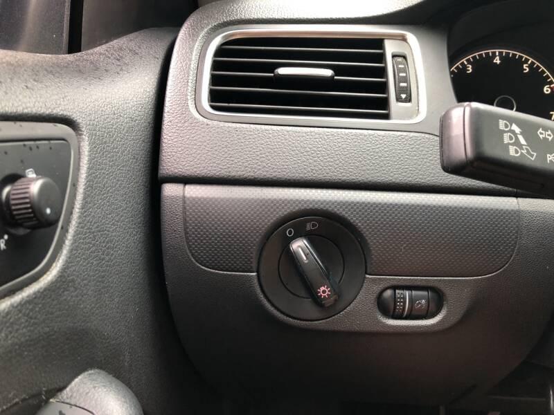 2012 Volkswagen Jetta 4dr Sedan 5M - Derry NH
