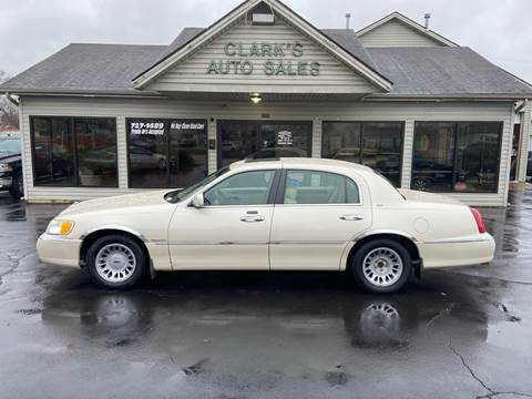 2002 Lincoln Town Car for sale at Clarks Auto Sales in Middletown OH