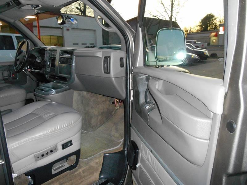 2007 Chevrolet Express Cargo 1500 (image 15)