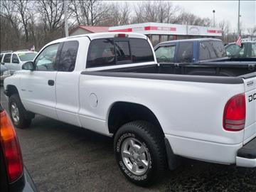 2002 Dodge Dakota for sale at SPRINGFIELD PRE-OWNED in Springfield IL