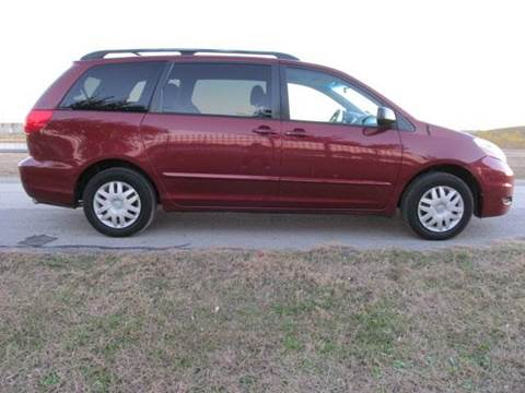 2008 Toyota Sienna for sale at Universal Credit in Houston TX