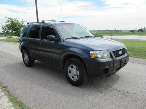 2005 Ford Escape for sale at Universal Credit in Houston TX